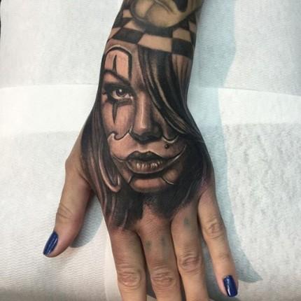 tatuajes-chicanos-manos-4